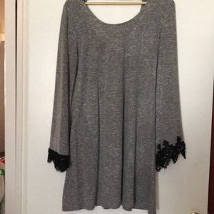 Flowy lace sleeve shirt